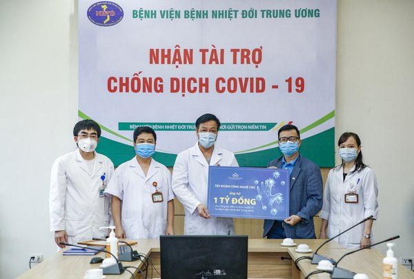 CMC Corporation donates 3 billion Vietnam dong to 3 hospitals treating COVID-19